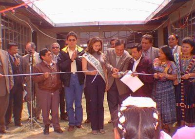 Inauguración de otra escuela de muchas construidas